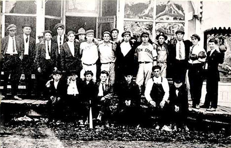 The Tenstrike baseball team and others standing in front of a shop, 1905