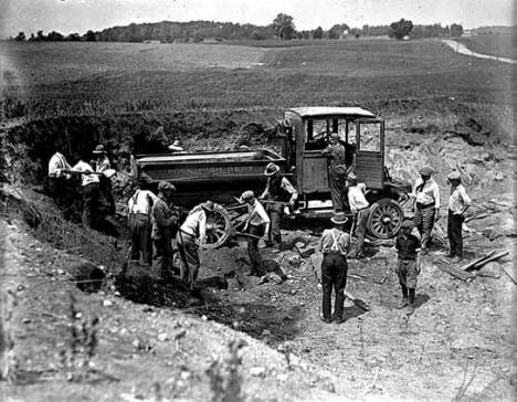 Highway construction, Waverly Minnesota, 1925
